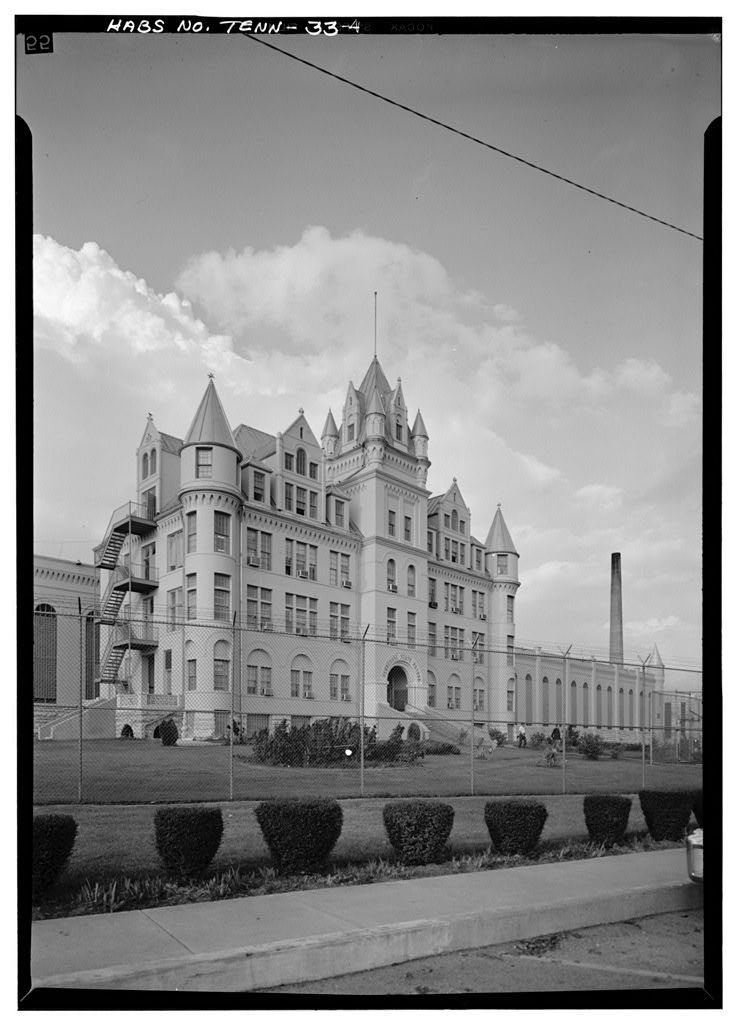 photo shows the front of the main building at Tennessee state prison. it looks like a castle!